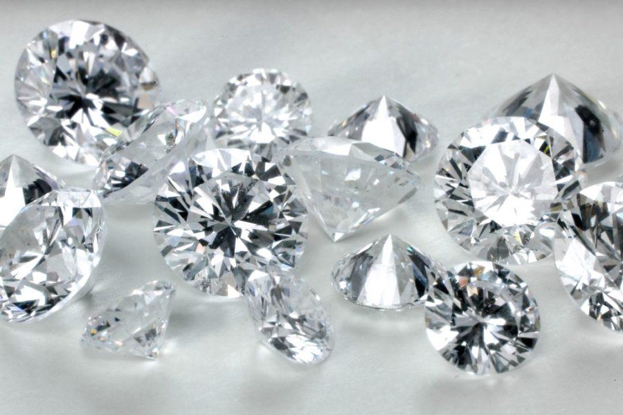 Diamantul este piatra persoanelor nascute in aprilie – iata cum iti alegi bijuteriile potrivite